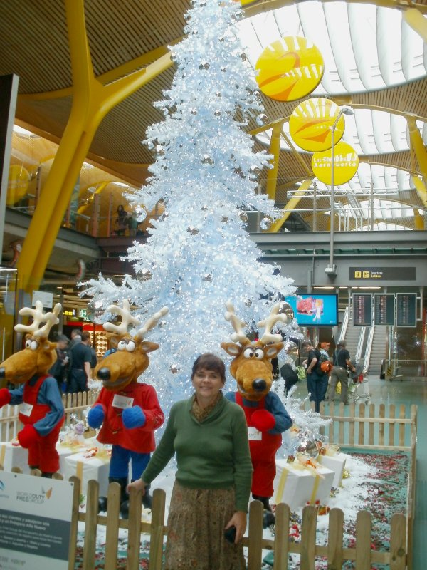 0001_Madrid_airport_tree_with-Tami_11-small