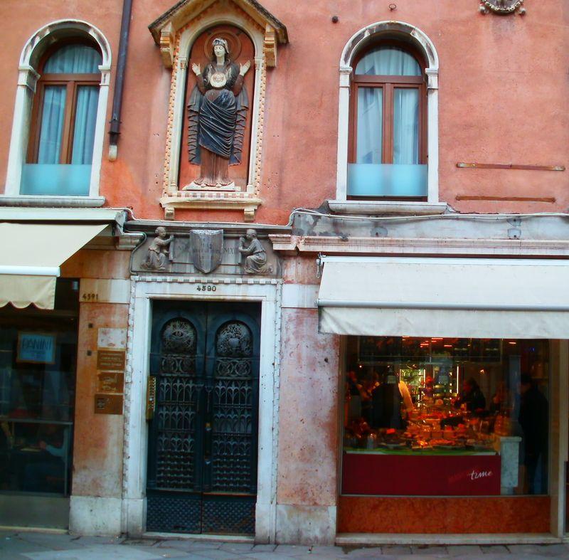0004_Venetian-door-33