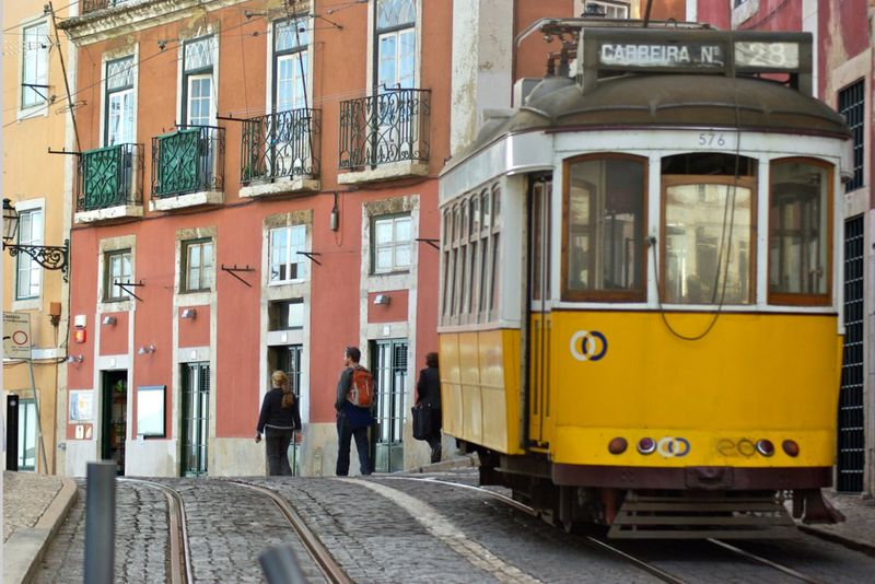 Lisbon-streetcar-#28